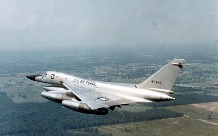 Convair_B-58A_Hustler_in_flight
